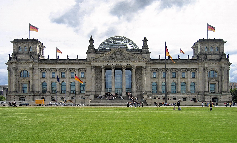 Reichstag_mit_Wiese
